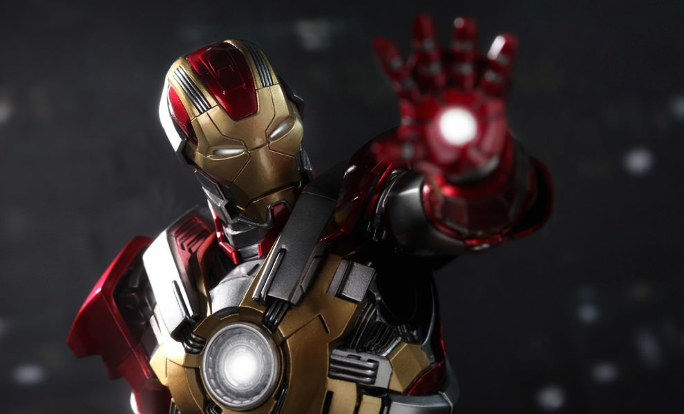 Gallery Feature Image of Iron Man Mark 17: Heartbreaker Sixth Scale Figure - Click to open image gallery