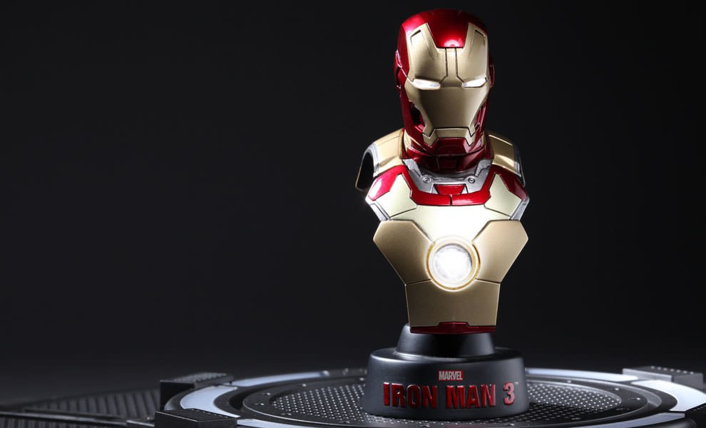 Gallery Feature Image of Iron Man Mark 42 Collectible Bust - Click to open image gallery