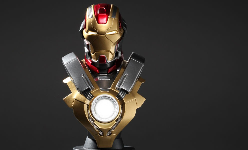 Gallery Feature Image of Iron Man Mark 17 Collectible Bust - Click to open image gallery