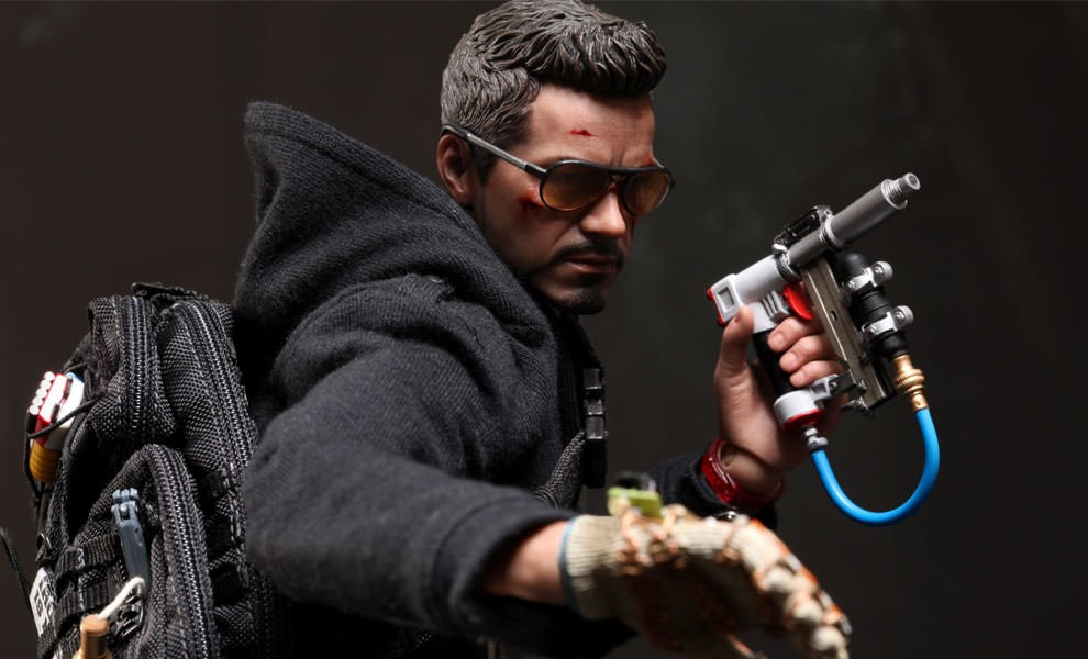Gallery Feature Image of Tony Stark (The Mechanic) Sixth Scale Figure - Click to open image gallery