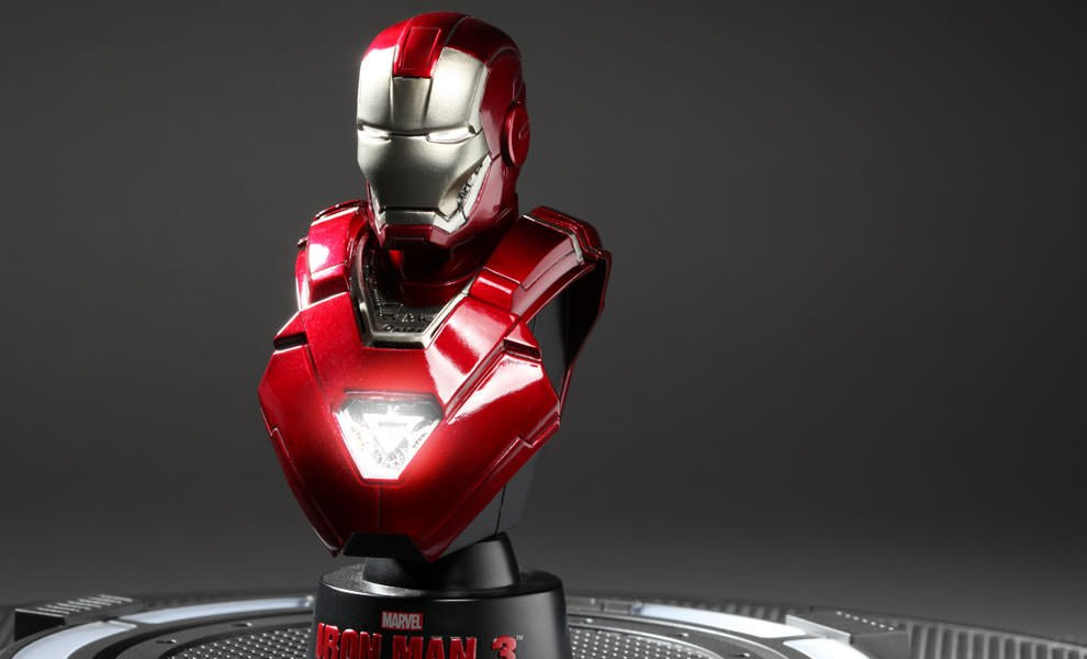 Gallery Feature Image of Iron Man Mark 33 Collectible Bust - Click to open image gallery