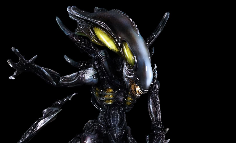Gallery Feature Image of Alien Spitter Collectible Figure - Click to open image gallery