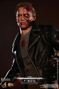 Gallery Image of T-800 Battle Damaged Version Sixth Scale Figure