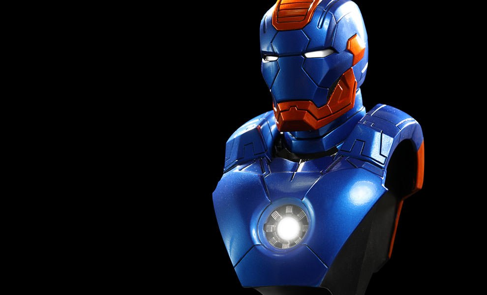 Gallery Feature Image of Iron Man Mark 27 - Disco Collectible Bust - Click to open image gallery