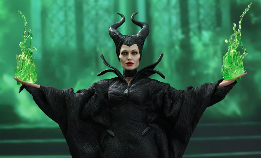Gallery Feature Image of Maleficent Sixth Scale Figure - Click to open image gallery