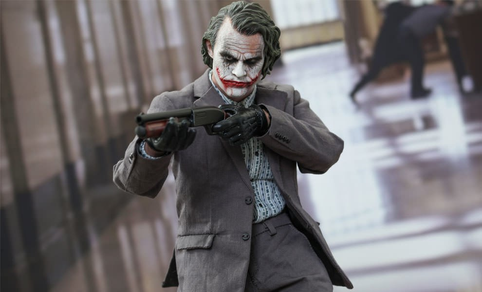 Gallery Feature Image of The Joker (Bank Robber Version 2.0) Sixth Scale Figure - Click to open image gallery