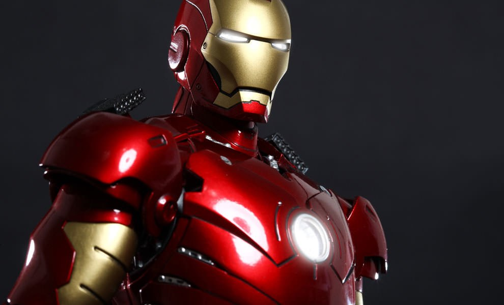Gallery Feature Image of Iron Man Mark III Sixth Scale Figure - Click to open image gallery