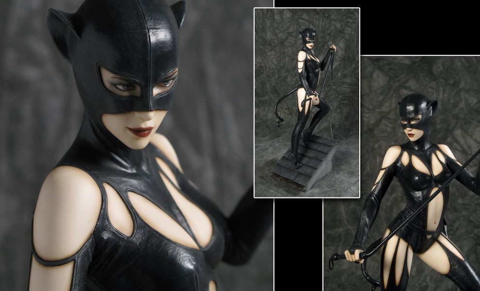 Gallery Feature Image of Catwoman Collectible Statue - Click to open image gallery