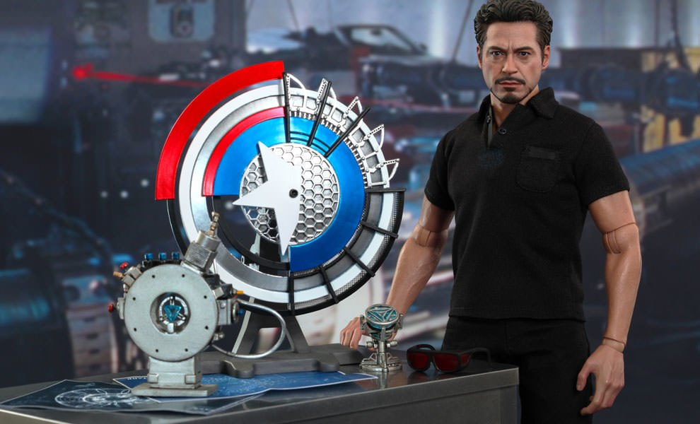 Gallery Feature Image of Tony Stark with Arc Reactor Creation Accessories Collectible Set - Click to open image gallery