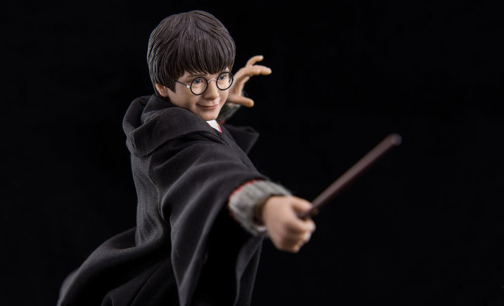 Gallery Feature Image of Harry Potter Sixth Scale Figure - Click to open image gallery