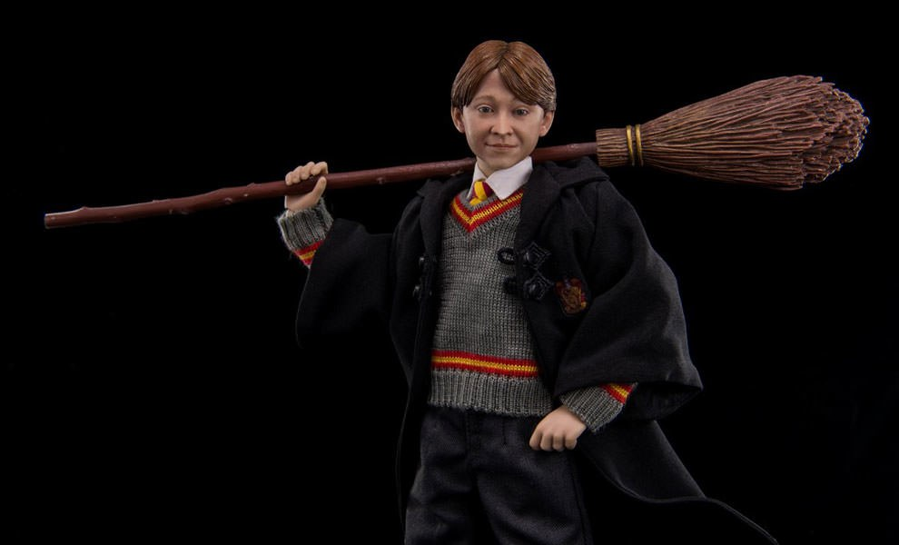 Gallery Feature Image of Ron Weasley Sixth Scale Figure - Click to open image gallery