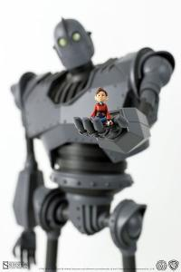 Gallery Image of Iron Giant Deluxe Collectible Figure