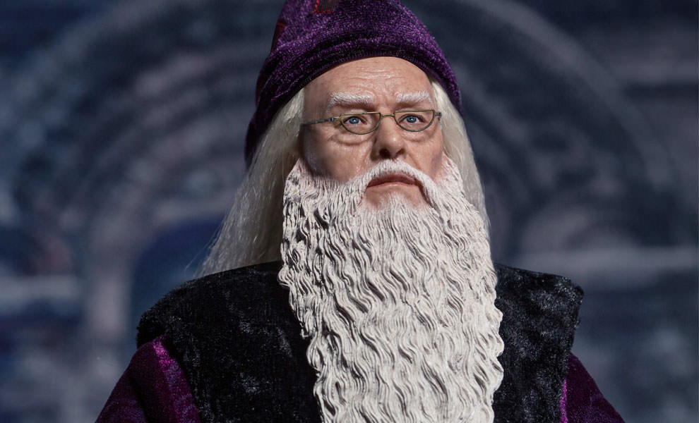 Gallery Feature Image of Albus Dumbledore Sixth Scale Figure - Click to open image gallery