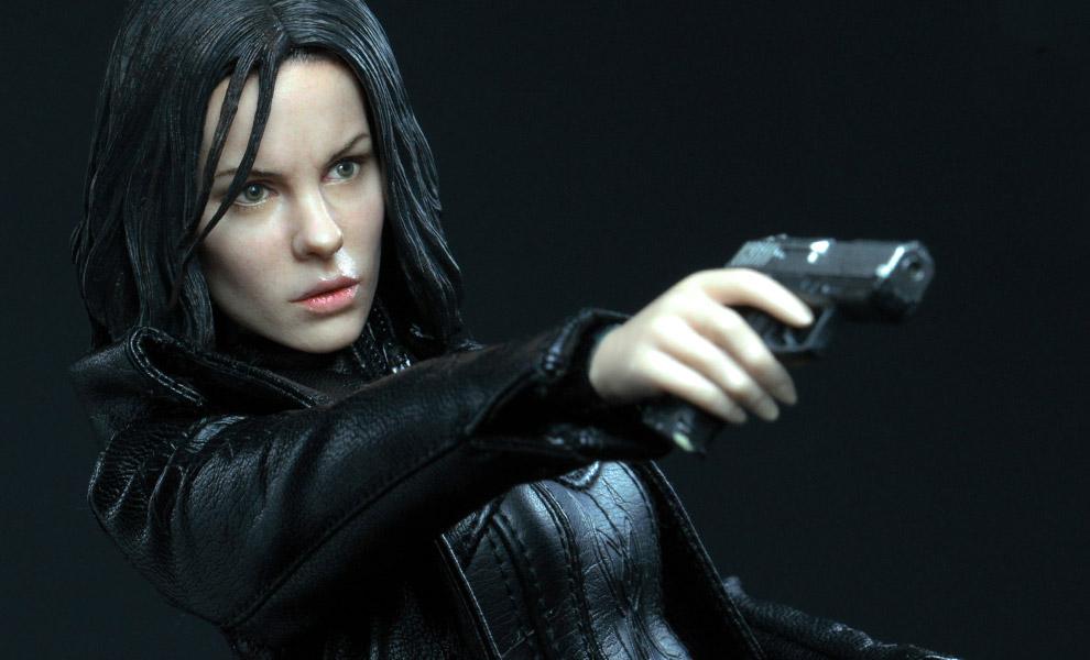 Gallery Feature Image of Selene Sixth Scale Figure - Click to open image gallery