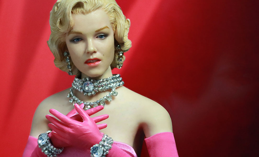 Gallery Feature Image of Marilyn Monroe as Lorelei Lee Pink Dress Version Sixth Scale Figure - Click to open image gallery