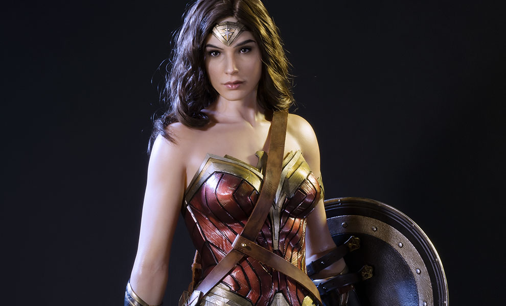 Gallery Feature Image of Wonder Woman Polystone Statue - Click to open image gallery
