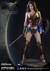 Gallery Image of Wonder Woman Polystone Statue