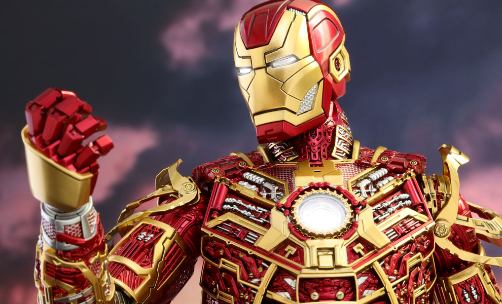 Gallery Feature Image of Iron Man Mark XLI - Bones Retro Armor Version Sixth Scale Figure - Click to open image gallery