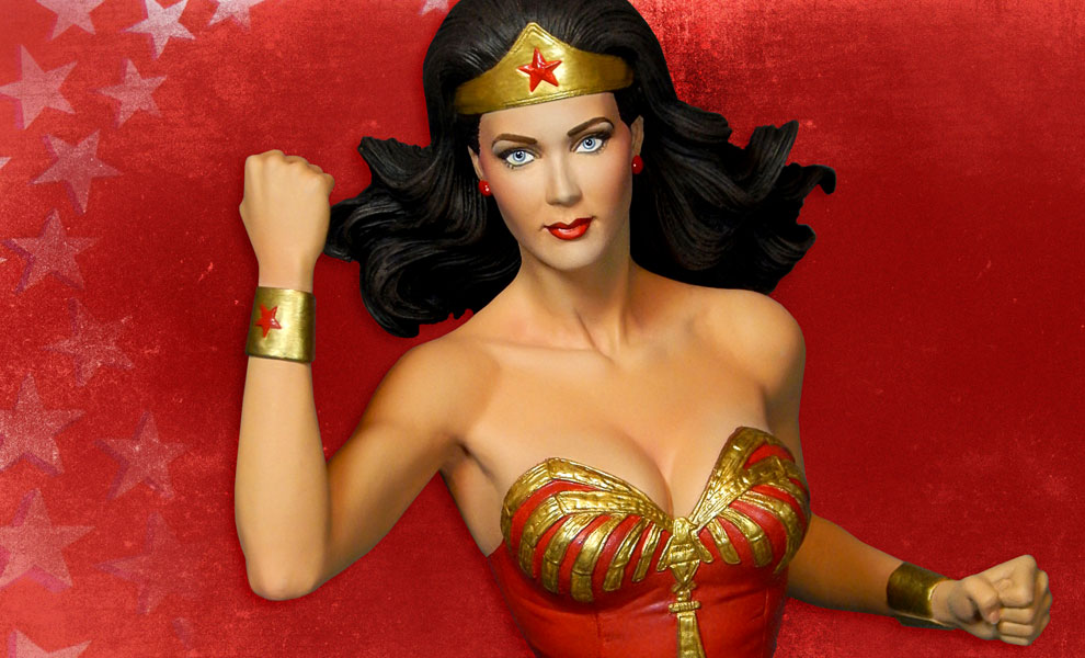 Gallery Feature Image of Wonder Woman Maquette - Click to open image gallery