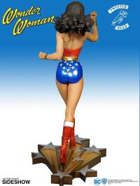 Gallery Image of Wonder Woman Maquette