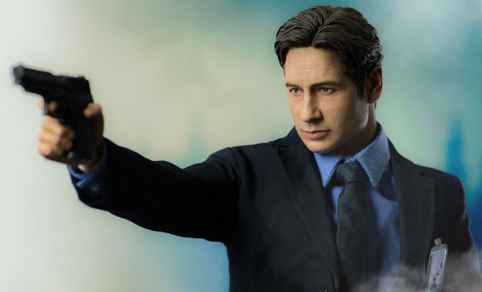 Gallery Feature Image of Agent Mulder Sixth Scale Figure - Click to open image gallery