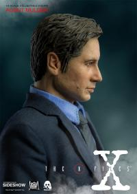 Gallery Image of Agent Mulder Sixth Scale Figure