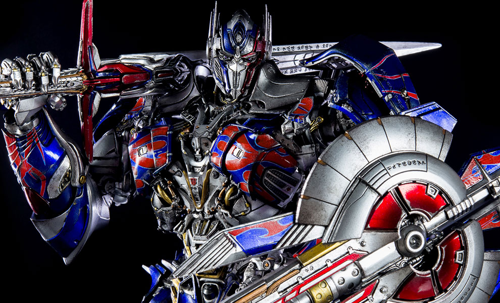 Gallery Feature Image of Optimus Prime Collectible Figure - Click to open image gallery
