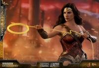 Gallery Image of Wonder Woman Deluxe Version Sixth Scale Figure