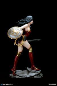 Gallery Image of Wonder Woman PVC Figure