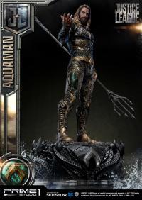 Gallery Image of Aquaman Statue
