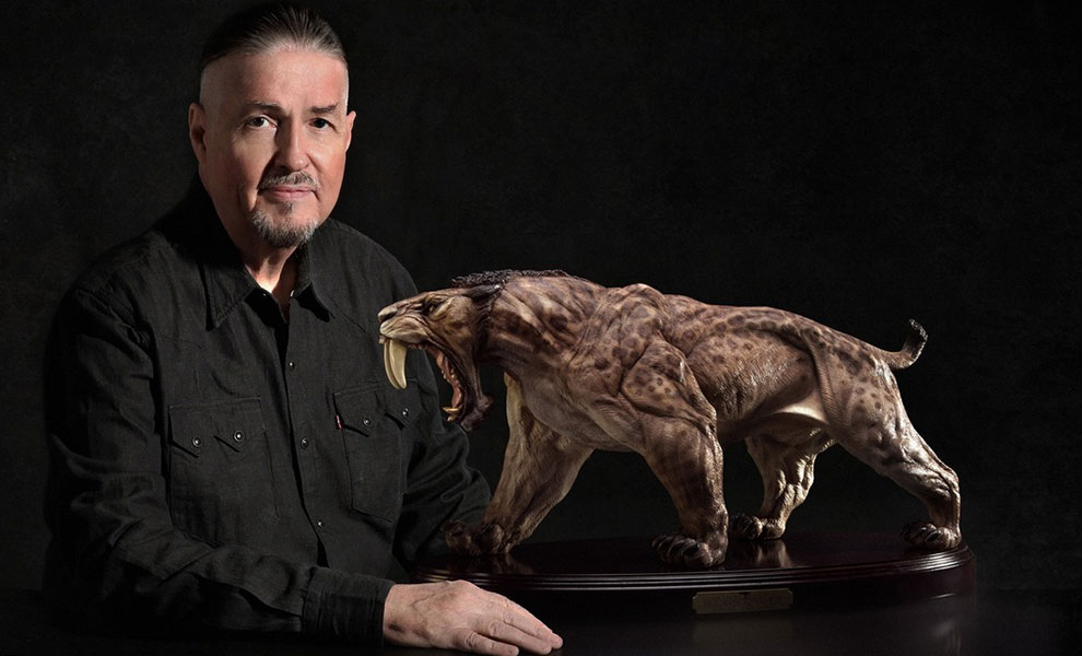 Gallery Feature Image of Smilodon Populator Statue - Click to open image gallery