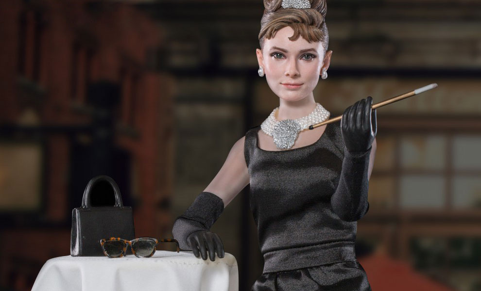 Gallery Feature Image of Audrey Hepburn as Holly Golightly Deluxe Version Sixth Scale Figure - Click to open image gallery