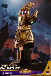 Gallery Image of Infinity Gauntlet Quarter Scale Figure