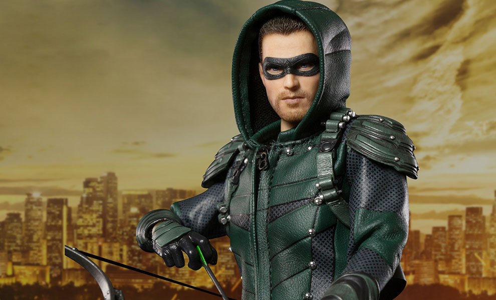 Gallery Feature Image of The Green Arrow Deluxe Collectible Figure - Click to open image gallery