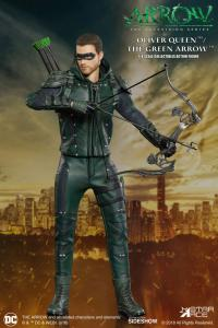 Gallery Image of The Green Arrow Deluxe Collectible Figure