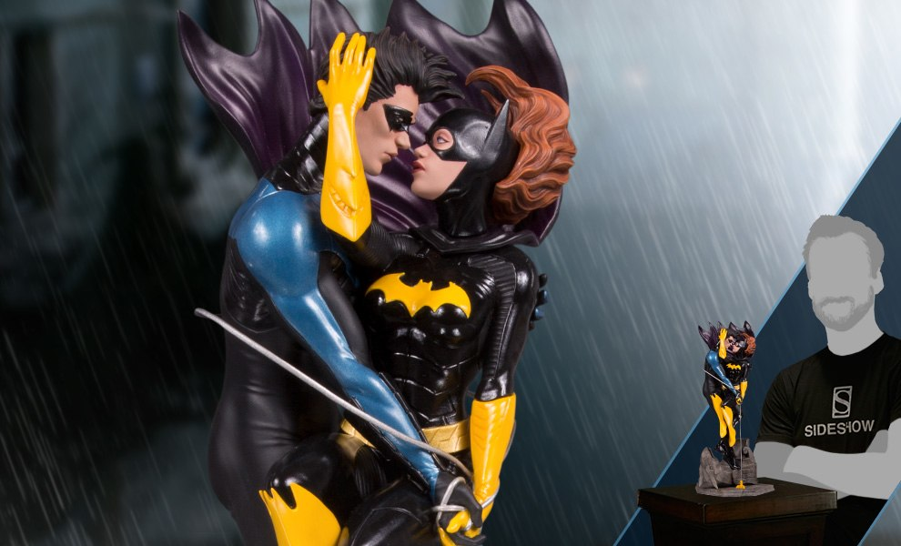 Gallery Feature Image of Nightwing and Batgirl Statue - Click to open image gallery