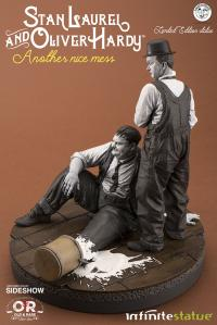 Gallery Image of Stan Laurel and Oliver Hardy Statue