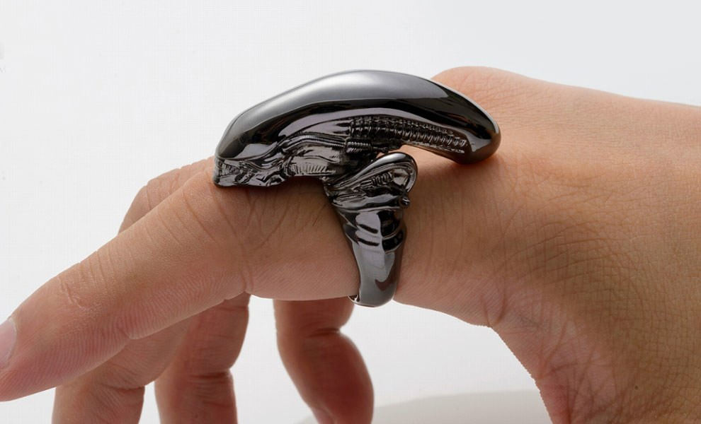 Gallery Feature Image of Alien Big Chap Silver Ring Black Chrome Version Jewelry - Click to open image gallery