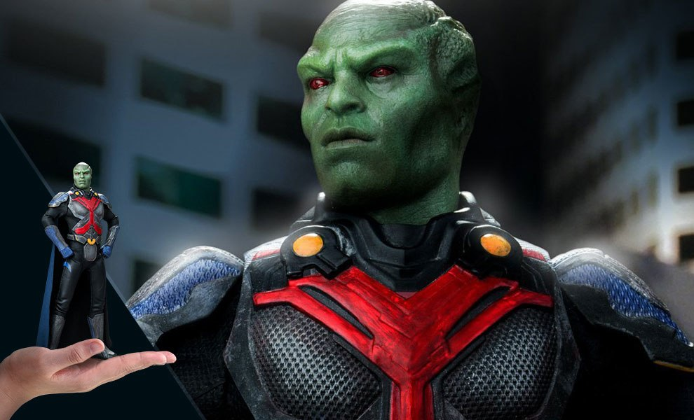 Gallery Feature Image of Martian Manhunter Deluxe Collectible Figure - Click to open image gallery