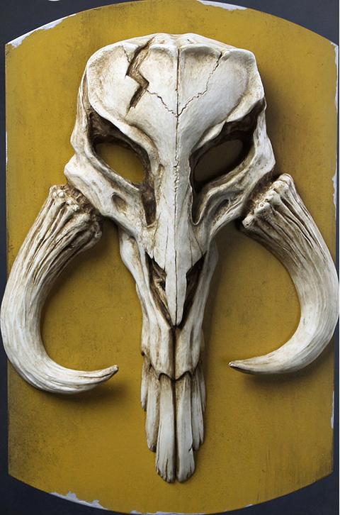 Regal Robot Mandalorian Skull Plaque Statue