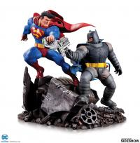 Gallery Image of Batman VS Superman Statue