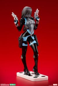 Gallery Image of Domino Statue