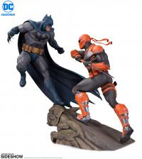 Gallery Image of Batman VS Deathstroke Statue