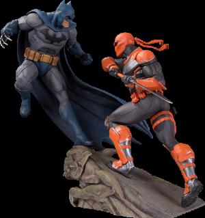 Batman VS Deathstroke Statue