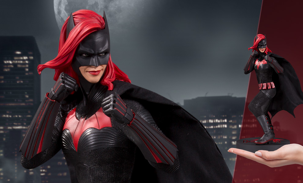 Gallery Feature Image of Batwoman Statue - Click to open image gallery