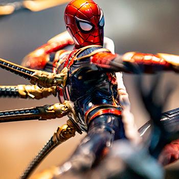 Iron Spider VS Outrider Marvel Statue