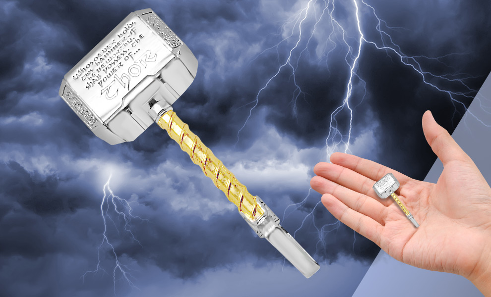 Gallery Feature Image of Thor's Hammer Mjolnir Necklace Jewelry - Click to open image gallery