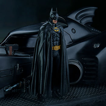 Batman & Batmobile Deluxe 1:10 Scale Statue