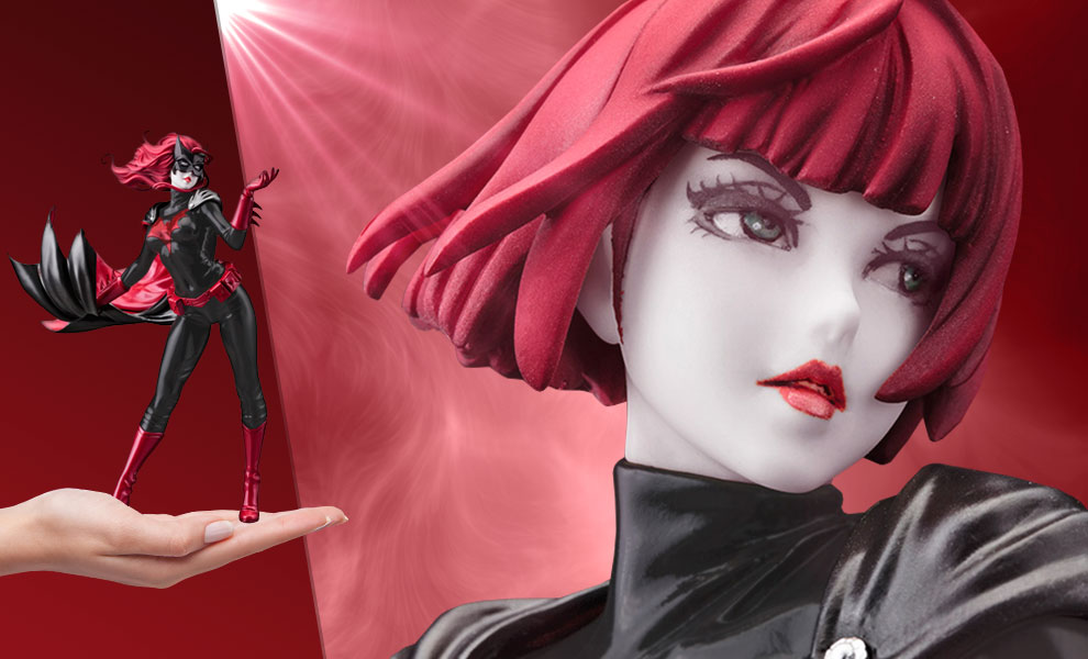 Gallery Feature Image of Batwoman (2nd Edition) Statue - Click to open image gallery