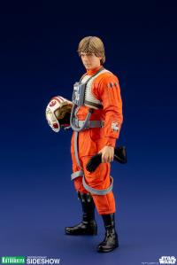 Gallery Image of Luke Skywalker (X-Wing Pilot) 1:10 Scale Statue